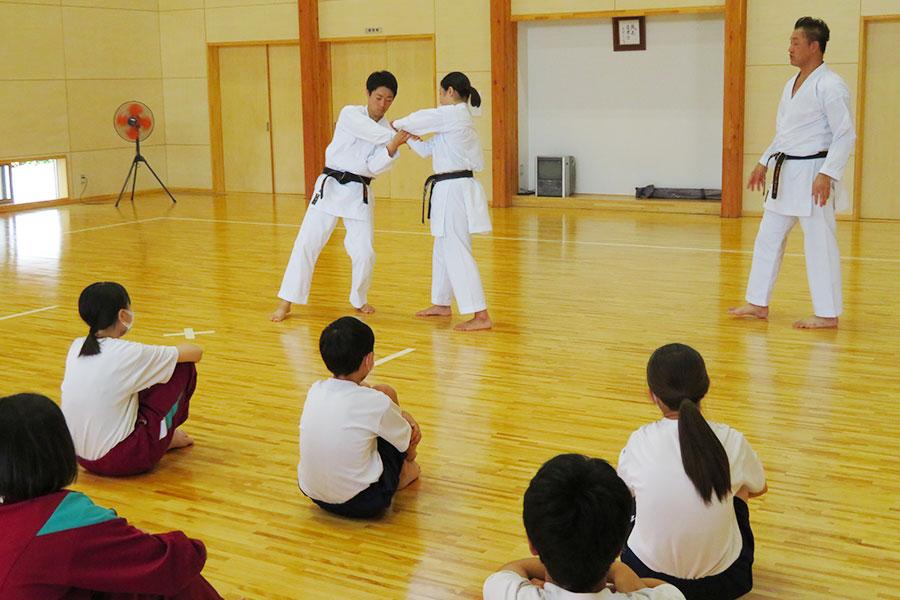 山形県・大富中学校において空手道体験授業を実施