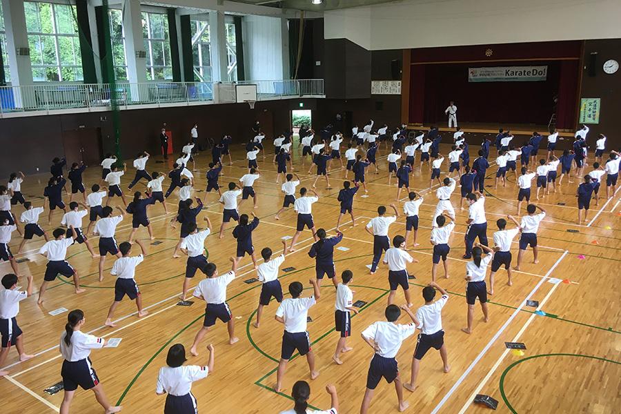 兵庫県・赤穂中学校において空手道体験授業を実施