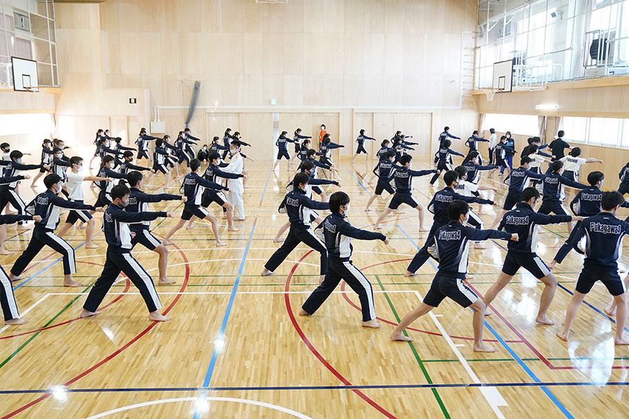 東京・江東区立深川第四中学校で空手道の体験授業