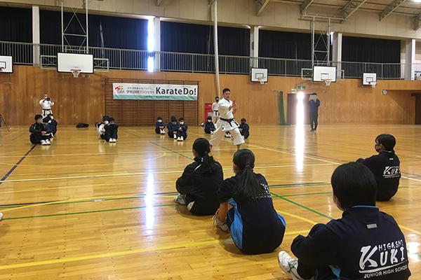 写真:久喜東中学校 空手道体験授業の模様2