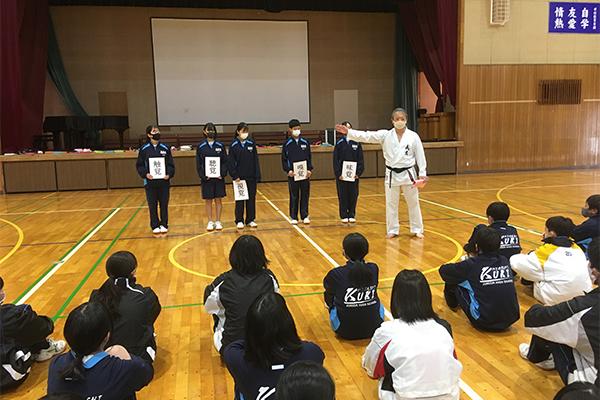 写真:久喜東中学校 空手道体験授業の模様3
