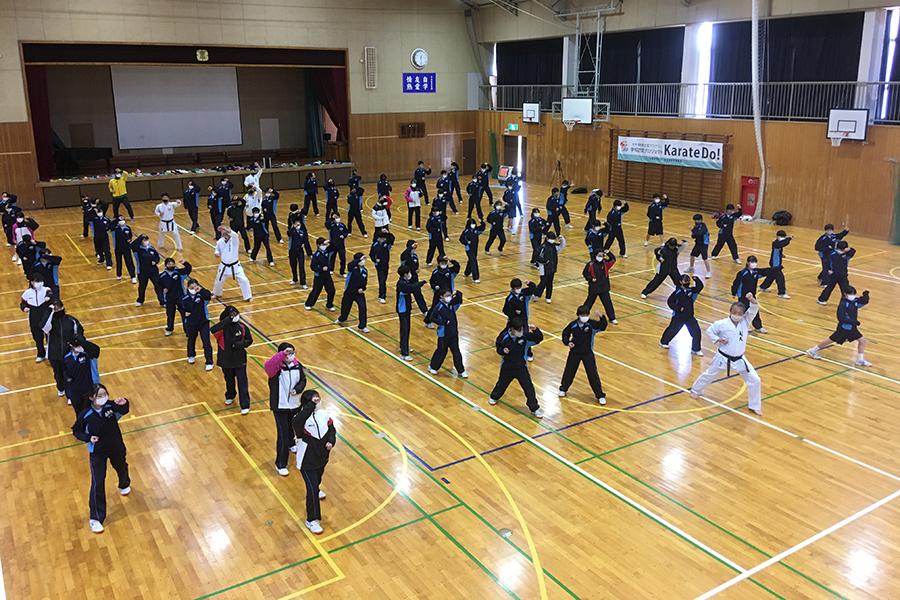 埼玉県・久喜東中学校で空手道体験授業を実施