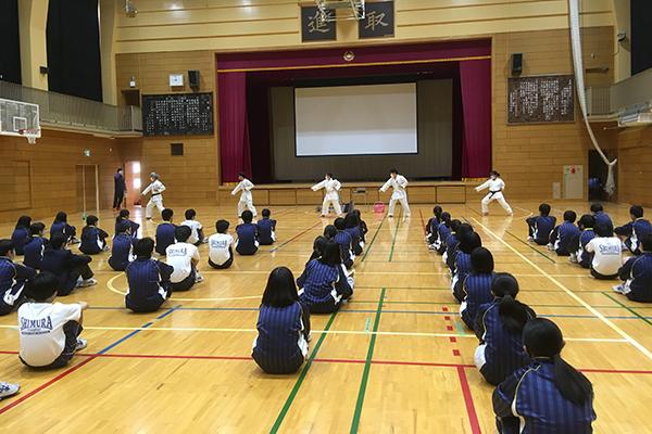 写真:志村第三中学校 空手道体験授業の模様2