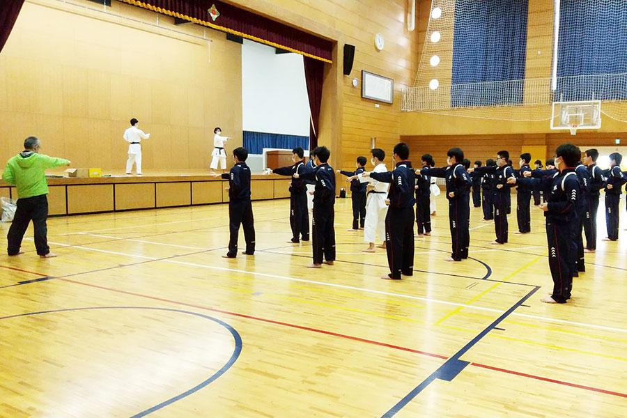 山形県・新庄市立萩野学園において空手道体験授業を実施