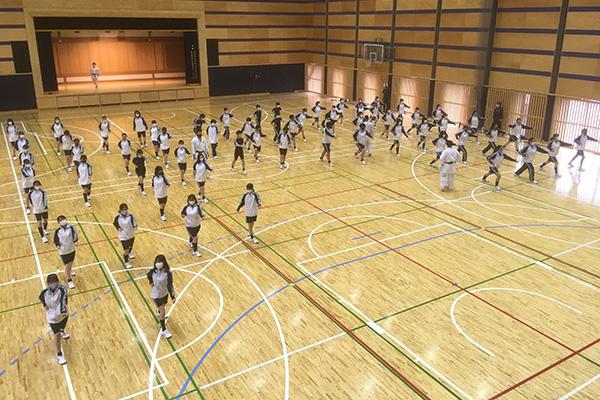 写真:武蔵野大学中での空手道授業の模様3