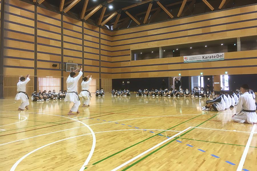 東京都・武蔵野大学中学校で空手道体験授業を実施